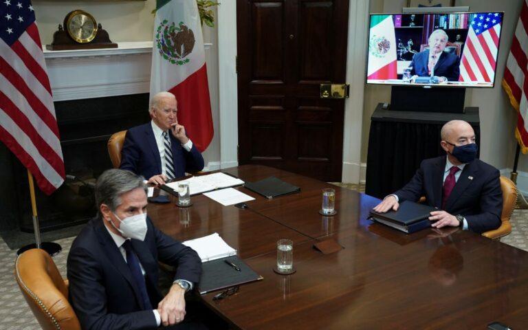 """""""Tan cerca de Dios y no tan lejos de Estados Unidos"""": le dice AMLO a Biden en reunión bilateral."""